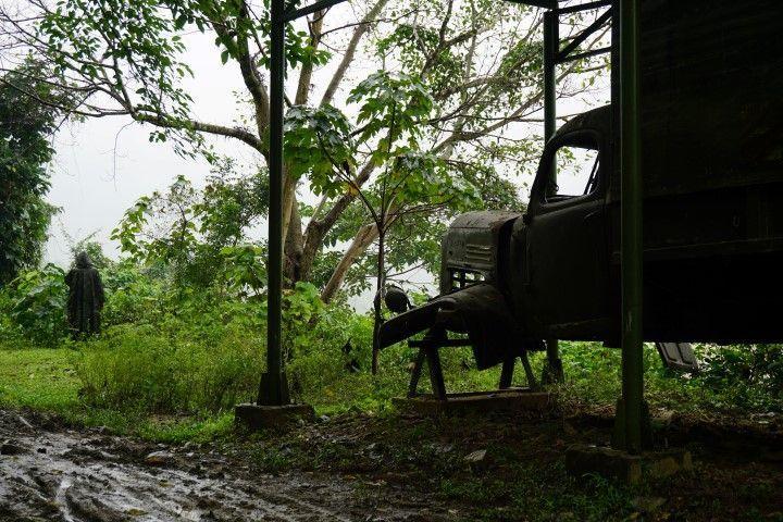 Inês camuflada en el Ho Chi Minh Trail.
