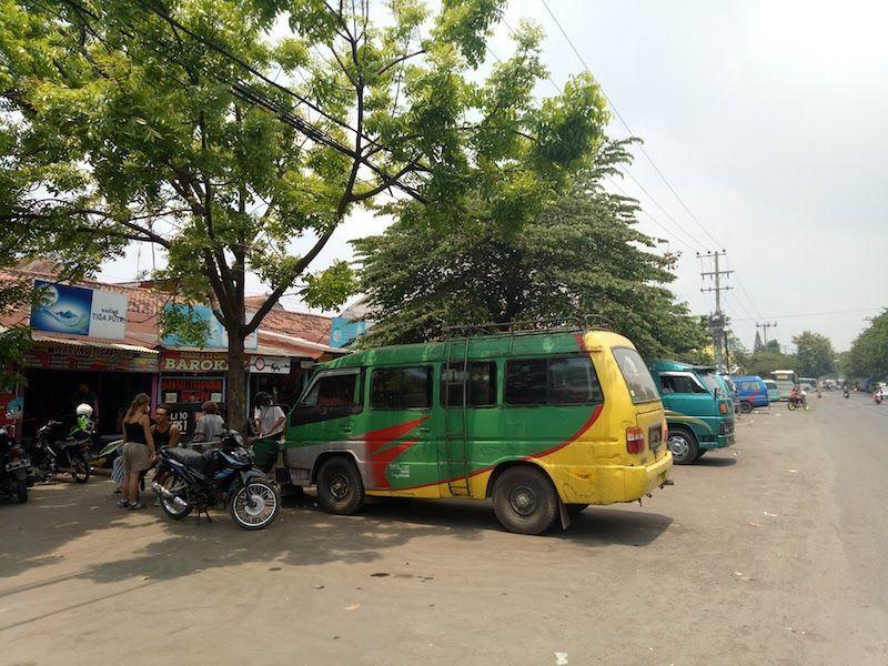 Estación minivans en Probolinggo, para ir a Cemoro lawang (Bromo)