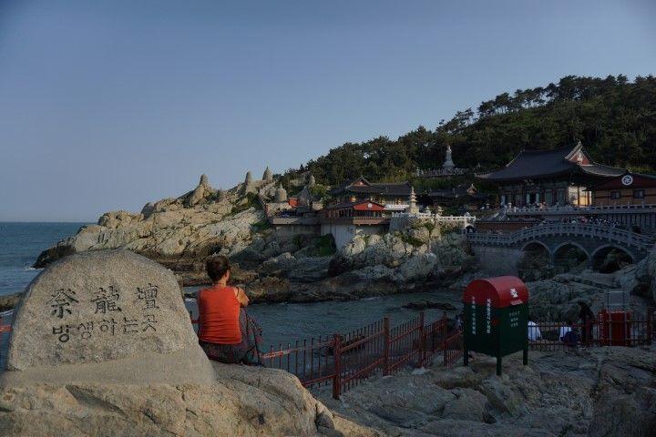 """Parece ser que el lema del templo Haedong Yonggungsa en un enclave tan privilegiado es que """"por lo menos uno de tus deseos se cumplirán aquí si rezas de corazón""""."""