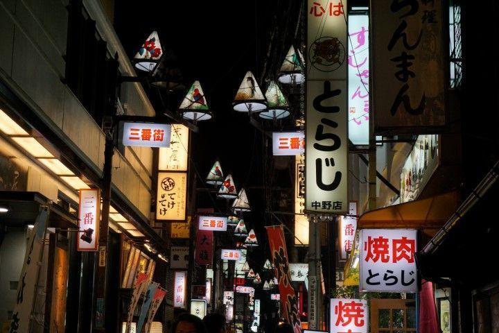 Una de las callejuelas de nuestro primer barrio en Tokio, Nakano.