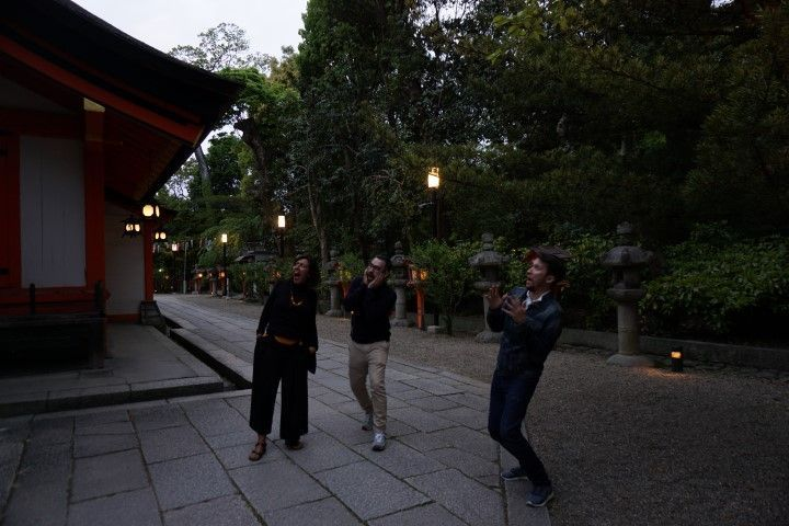 Asustadxs con un ruido que no sabíamos que era en el Shinto Shrine, Kioto.