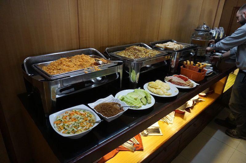 Desayuno buffet en Lava Hostel
