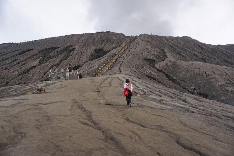 Escaleras para subir al cráter del Bromo