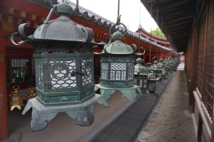 Farollilos en Kasuga Taisha, en Nara. Ante semejante belleza, ¡claro que teníamos el chichi para farolillos! jajaja