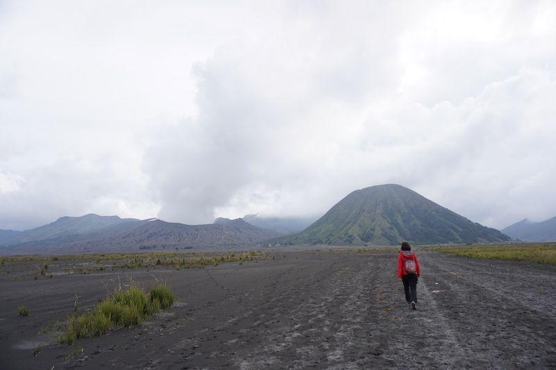 Llanura para llegar al cráter del Bromo