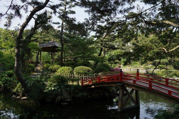 Puente en el bellísimo jardín Shukkei-en, Hiroshima.
