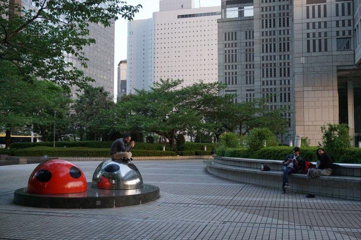Un parque entre rascacielos.