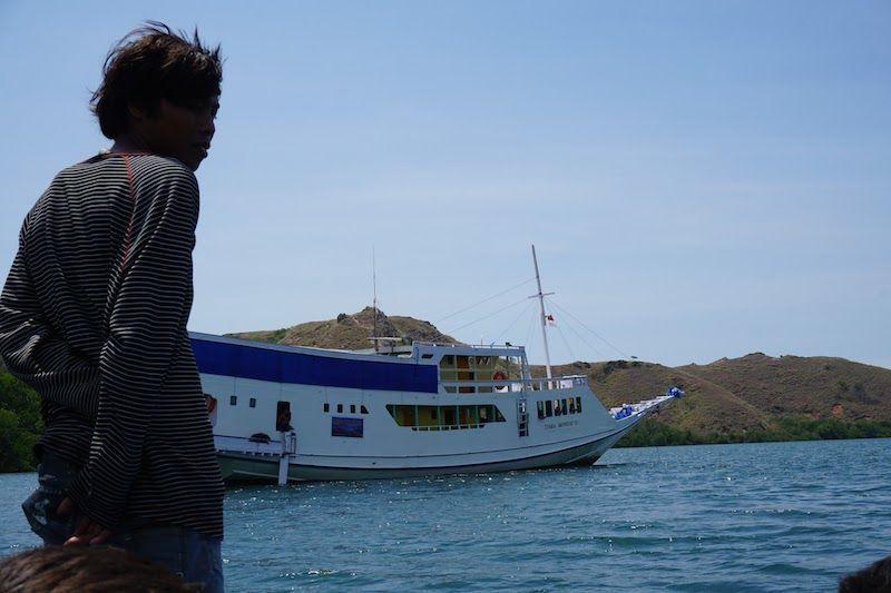 Vuelta al barco que nos llevaría de Flores a Lombok