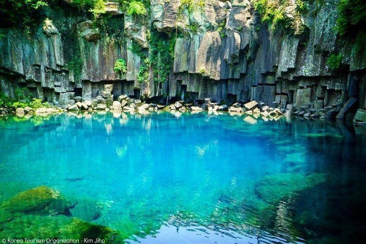 Cascadas Cheonjeyeon en la isla de Jeju. Fuente: Organización de Turismo de Corea - VisitKorea