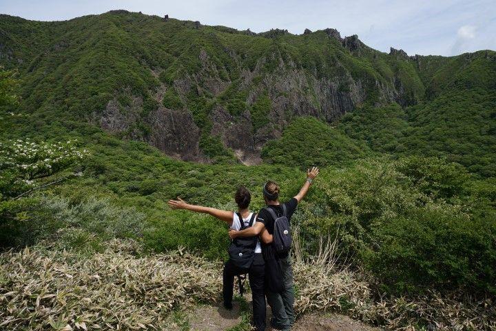 Nosotrxs en Hallasan, la moñtana más alta de Corea del Sur, en la isla de Jeju