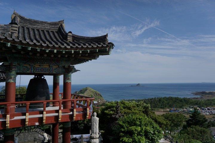 Este impresionante templo budista, Sanbangsan, se encuentra en la montaña homónima y a orillas del mar...