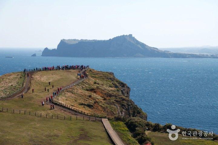 Seongsan Ilchubong en la isla de Jeju. Fuente:Organización de Turismo de Corea - VisitKorea