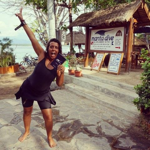 Yo, el día que saqué mi certificado Open Water Diver en el centro Manta Dive, en Gili Air (Indonesia).