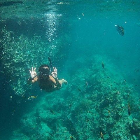 Inês haciendo snorkel en Ko Kradan, Tailandia.