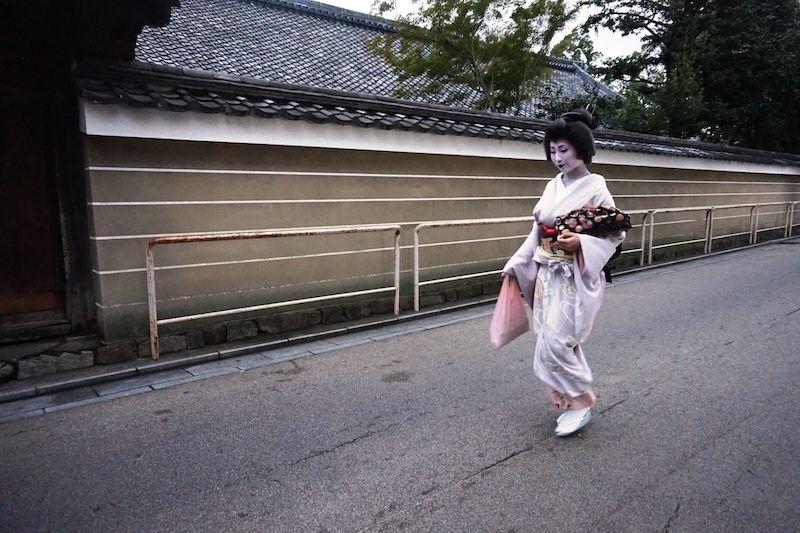 Una geisha en el barrio de Gion