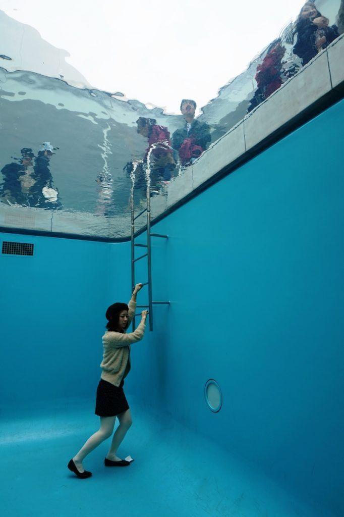 Una turista en el Museo de Arte Contemporáneo