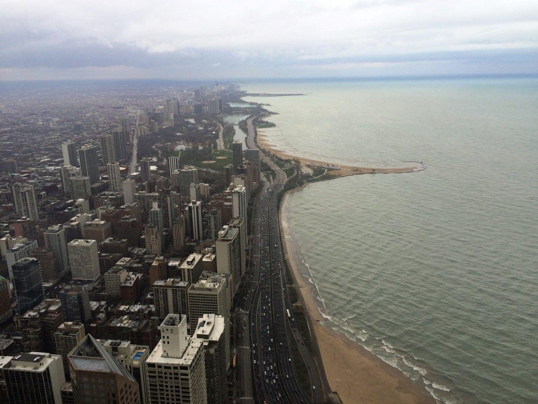 Vistas desde el restaurante del edificio 360º Chicago y el lago Michigan. IPA en mano, claro.