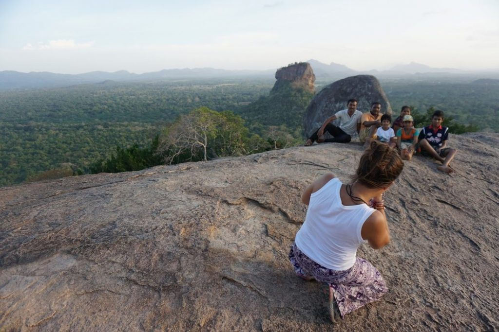 Pidurangala-Ines-foto-de-la-família-Vistas-Sigirya-rock