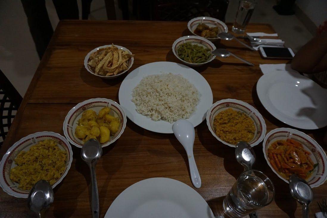 alojamiento-Mihintale-cena