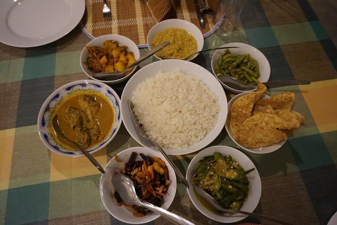 alojamiento-sinhagiri-villa-sigiriya-curry-delicioso-sryani