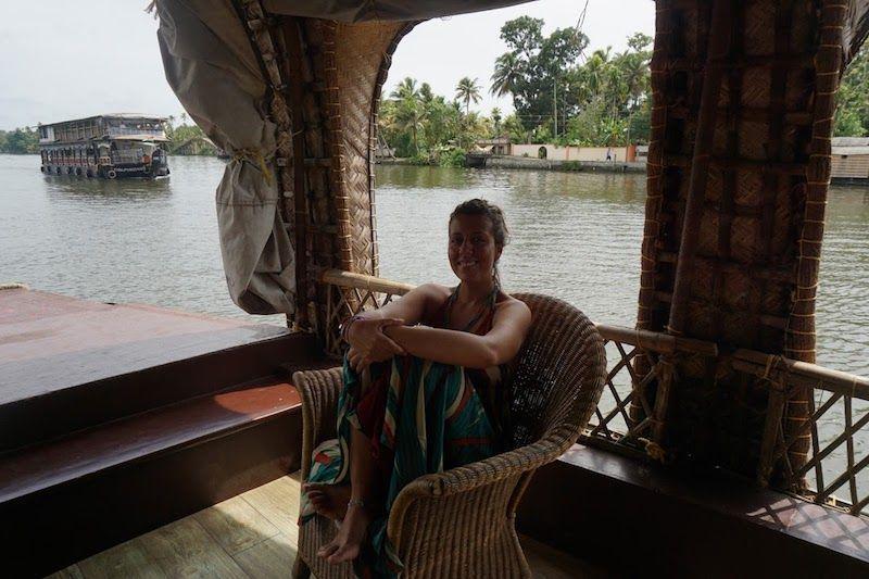 ines-dentro-del-houseboat