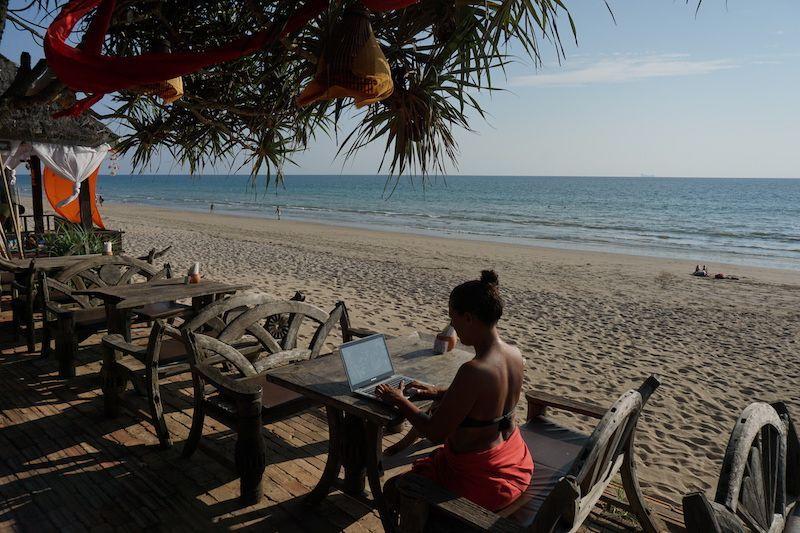 Nuestra rutina en Koh Lanta: curro y playa!
