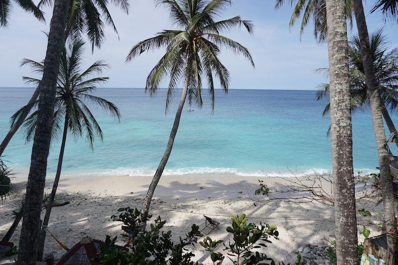 Tras una semana intensa de working y diving, dejamos nuestra querida Gapang Beach para explorar la (en teoría) mejor playa de Pulau Weh: Sumur Tiga!