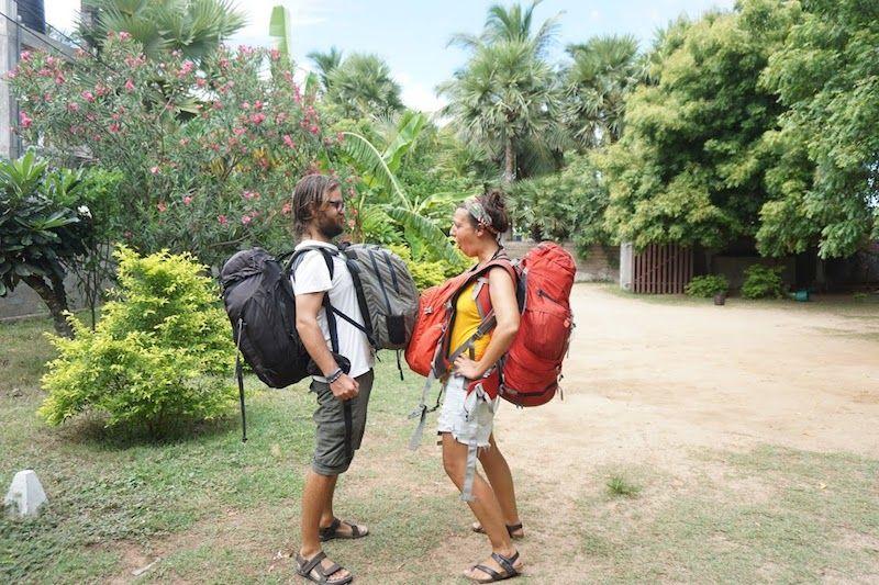Chris (galego) e Inês (portuguesa) en disputa con sus mochilas :)