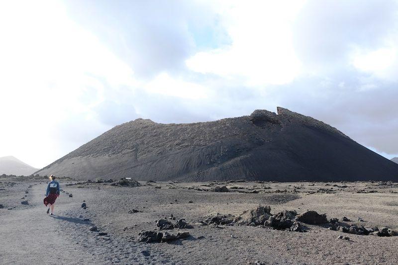 Caminando hacia el volcán del Cuervo