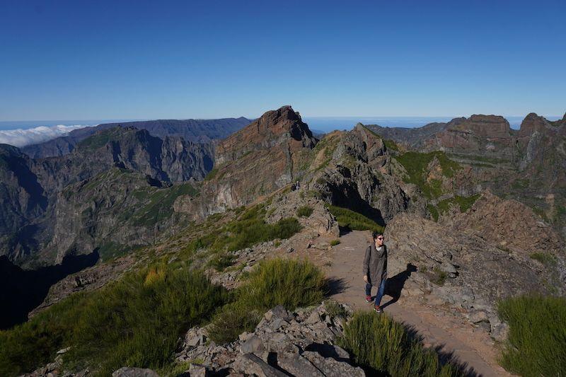 Inês y las vistas desde Pico do Arieiro