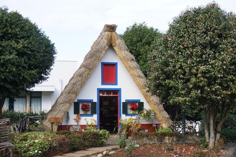 Una de las casas típicas (palhoças) de Santana que se conservan para el turismo