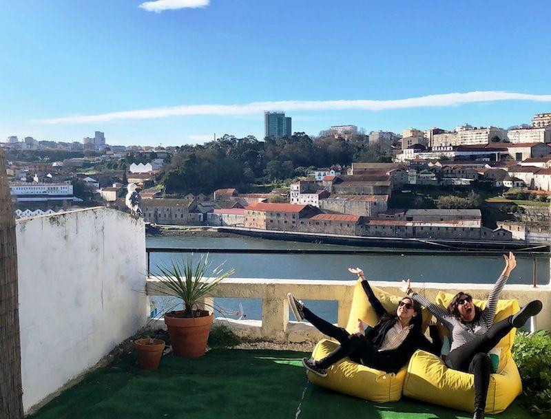 Señoras y Señores, nuestra terraza con vistas al río Duero, a Porto y a Gaia. (ya podéis cerrar el maxilar)