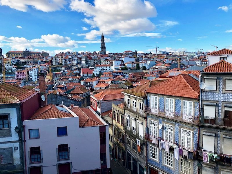 Vistas de Oporto con la ropa colgada...¿Es o no es bellísima?