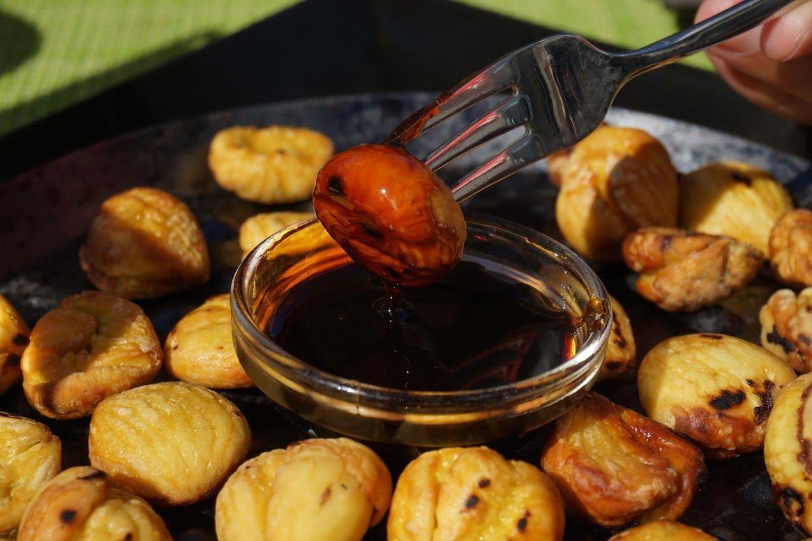Castañas asadas con miel de caña, en Sabores do Curral