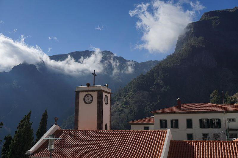 Una iglesia entre montañas, Curral das Freiras