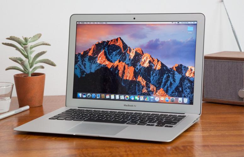Una de las principales ventajas del Macbook Air es su reducido grosor y peso
