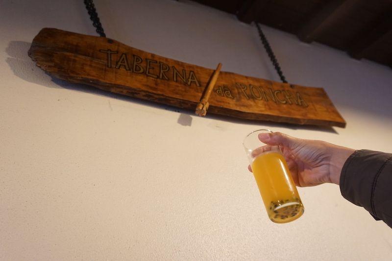 Una poncha de maracuyá en la Taberna da Poncha