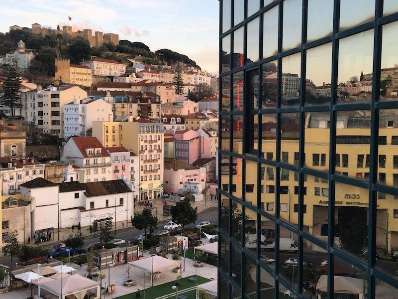 Lisboa con su castillo de San Jorge presidiendo y el reflejo que queremos que se mantenga.
