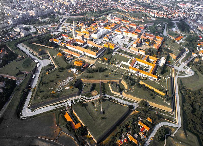 La fortaleza en forma de estrella de Alba Iulia- Fuente: https://commons.wikimedia.org