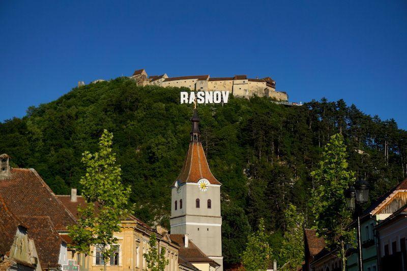 Las letras holywoodescas de Rasnov y la ciudadela