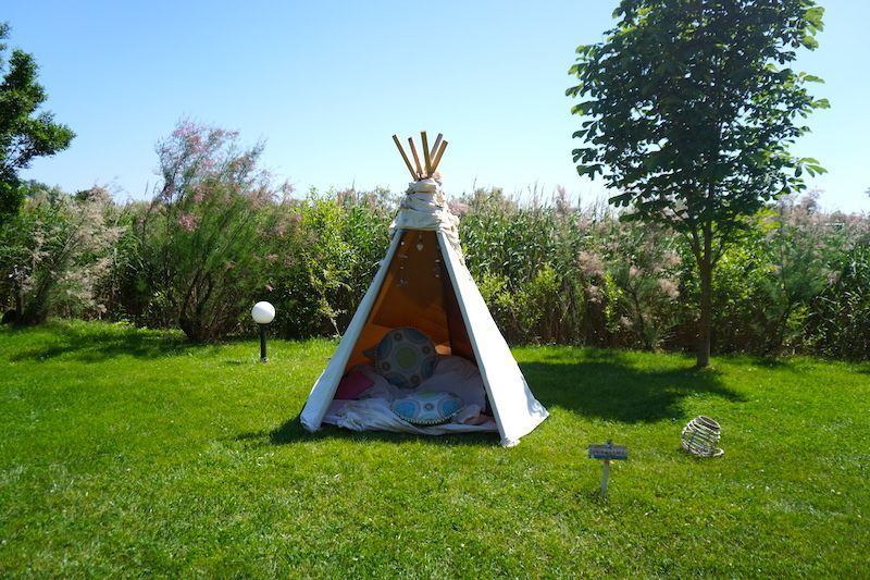 Una cabanita donde relajarse a orillas del delta (y de la piscina) en el Green Village Resort