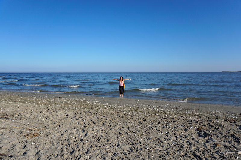 Entre dos aguas, literalmente. El río Danubio a la izquierda, el mar Negro a la derecha.