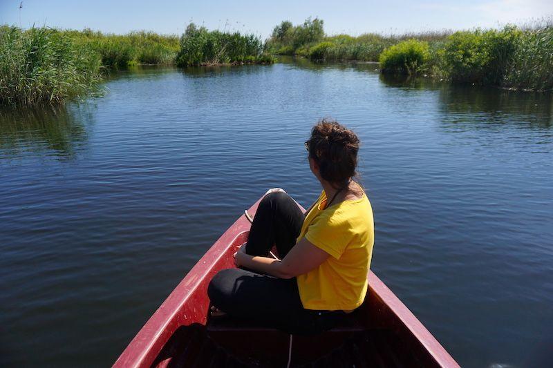 Una barca a remos es la mejor forma para disfrutar de la banda sonora de la biodiversidad que ofrece el Delta del Danubio