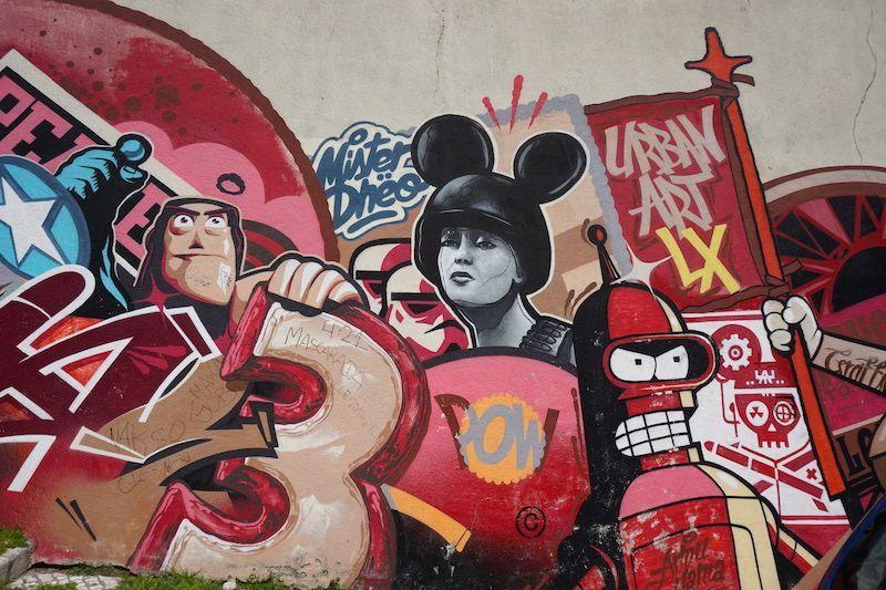 Mural de Pariz One y Mr. Dheo, al lado de Mirador de Graça, representando tambén la Revolución de Abril