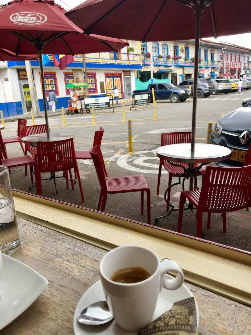 El expreso en el café Jahn, en la plaza del pueblo. Riquísimo...