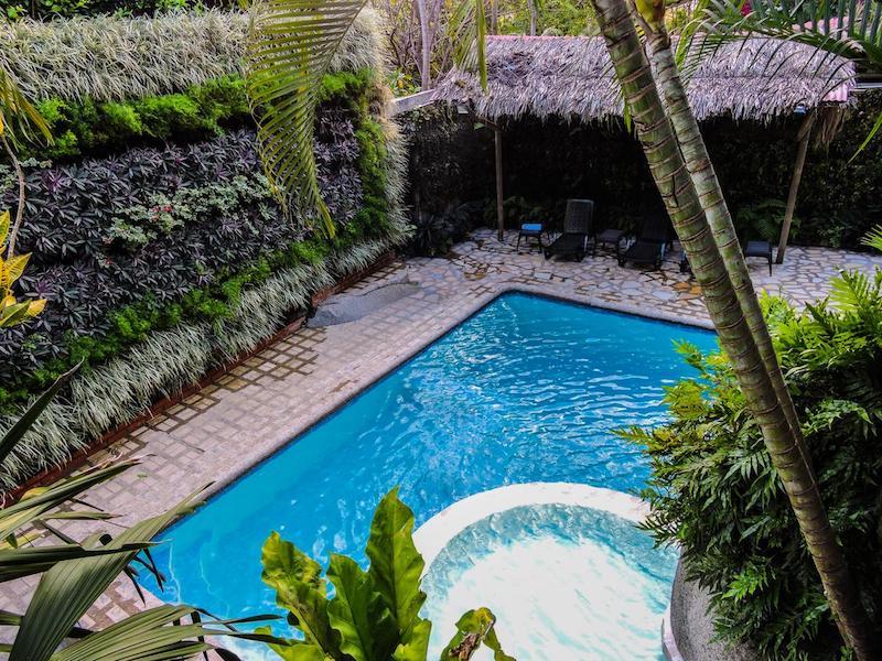 La apetecible piscina del Eco Hostal Yuluka, cerca de la entrada Zaino del Tayrona.