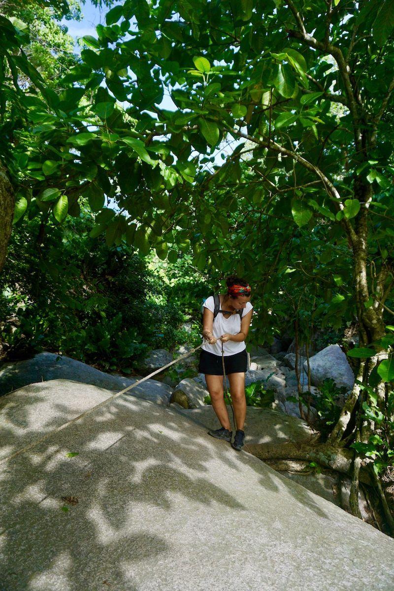 En el trayecto a Pueblito hay partes del trayecto que son un poco escalada con cuerda jaja
