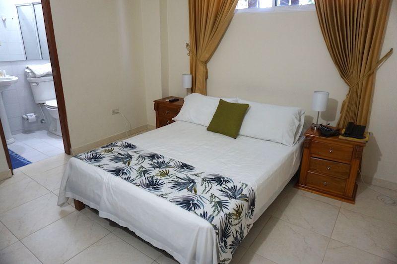 Nuestra habitación en Hotel San Miguel Imperial, en Santa Marta: con baño privado, tv y aire acondicionado