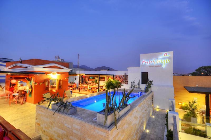 Terraza y piscina del Masaya Hostel en Santa Marta