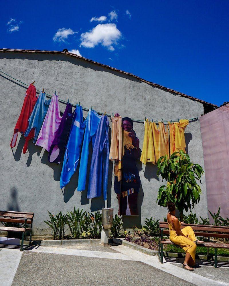 Las calles de Medellín está llenas de arte urbano. Aqui, en el barrio de Buenos Aires.